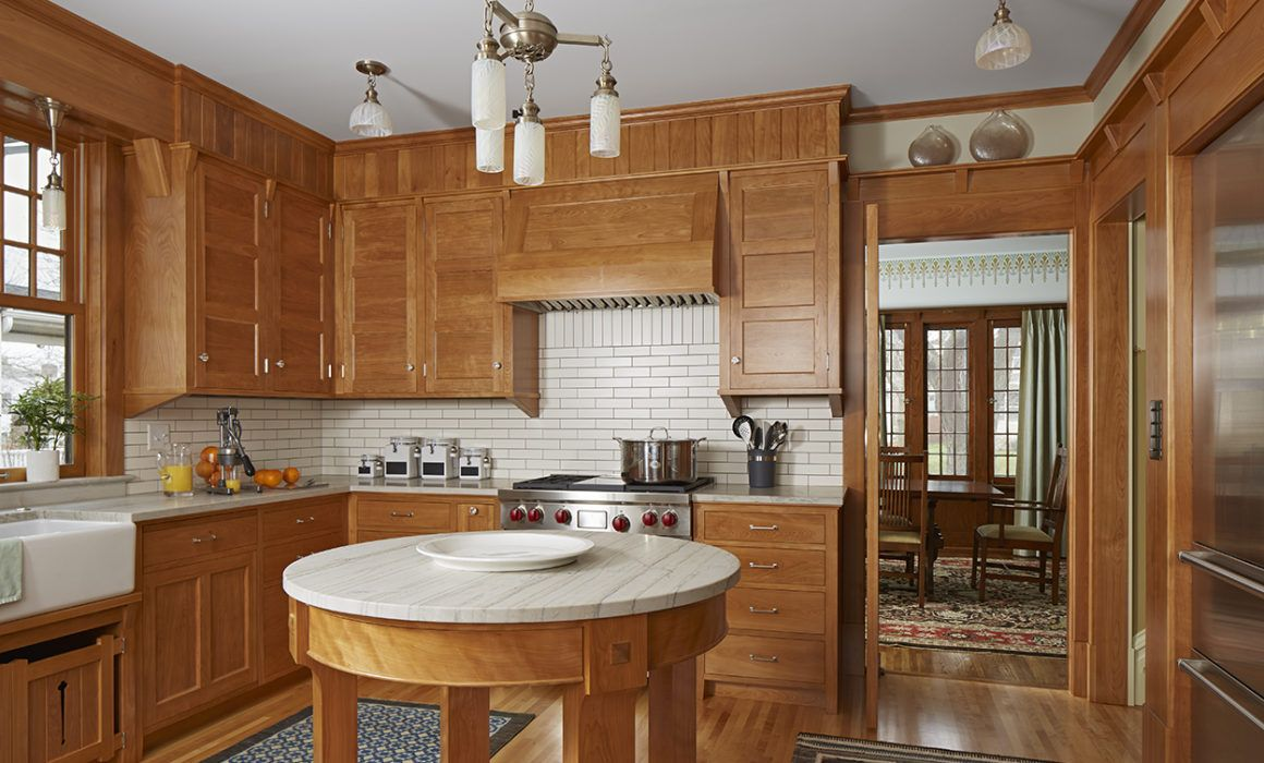 Love the cabinets. (But not the vertical wood over them ...