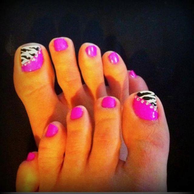 zebra and hot pink toenail art