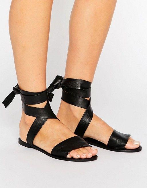 19fd5cace558 FAMOUS Leather Tie Leg Sandals