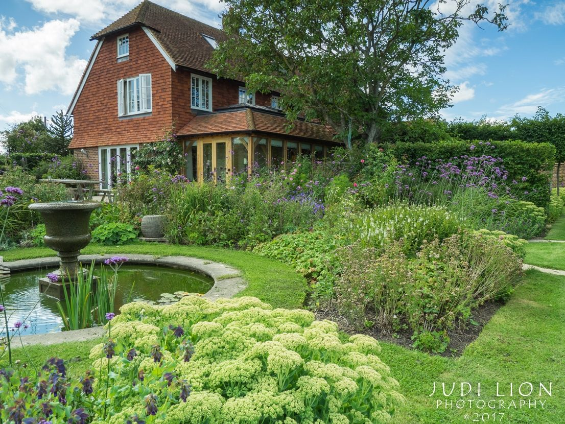 Visit A Garden In Your Area Garden House Styles Mansions