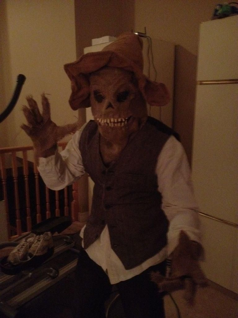DIY Scary Scarecrow Mask (With Moveable Jaw) DIY Halloween DIY ...