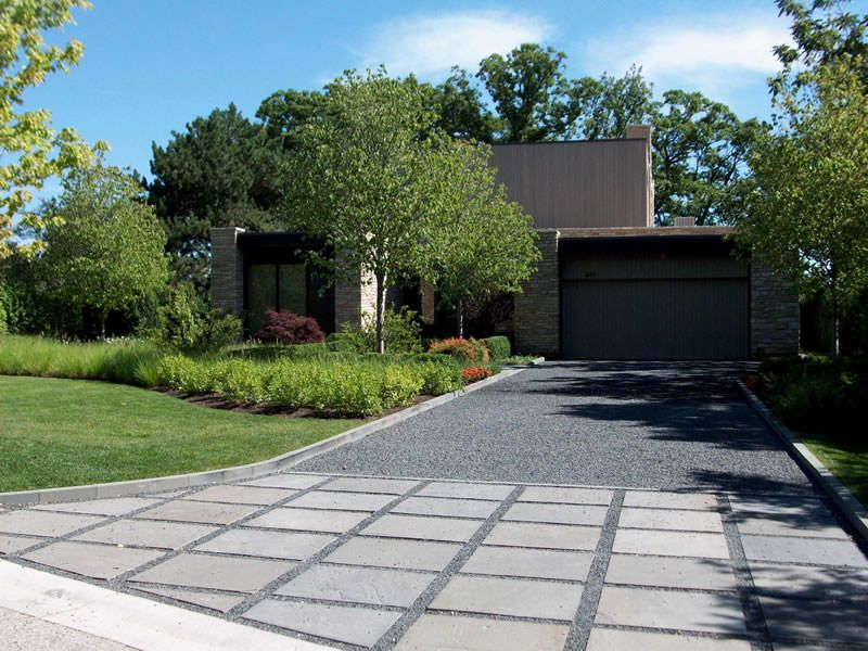 bluestone chip gravel driveway with bluestone apron for