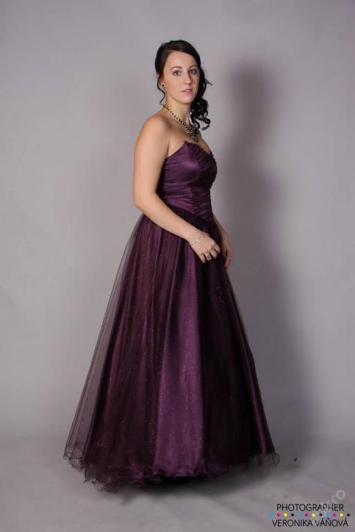 Šaty na maturitní ples (4860929643) - Aukro - největší obchodní portál 9d5b9fd4f4f