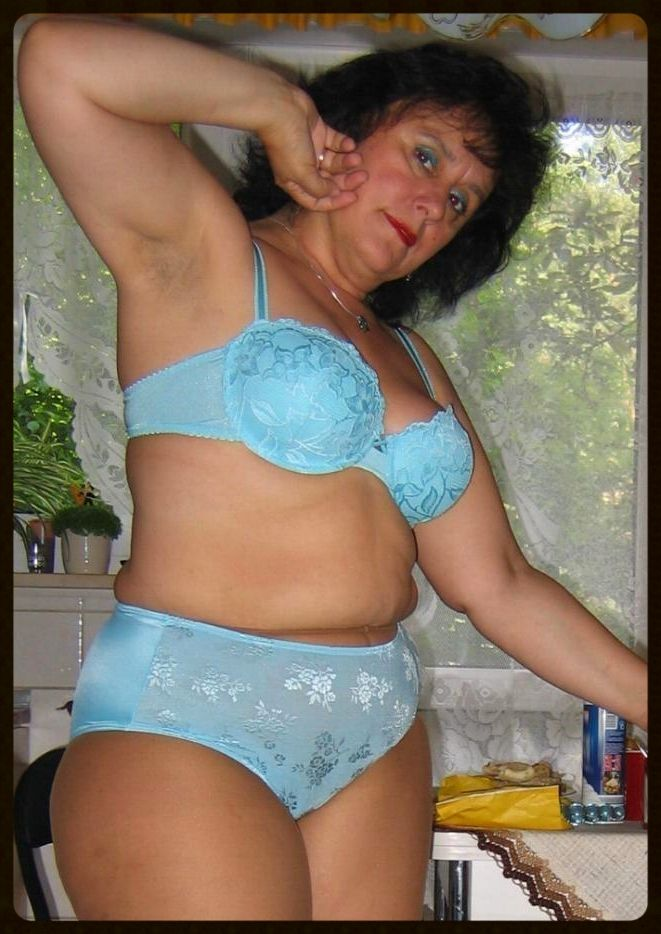 Sexy mature exposed women — photo 8