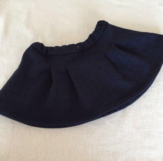 流行のフラワーキルトのニット地でソフトプリーツスカートをお作りしました。ポコポコとしたフラワーキルトがとても可愛らしい生地です。 スウェットのようなニット地な...|ハンドメイド、手作り、手仕事品の通販・販売・購入ならCreema。