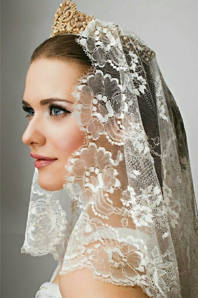 Short Lace Mantilla Veil With Gold Bridal Crown