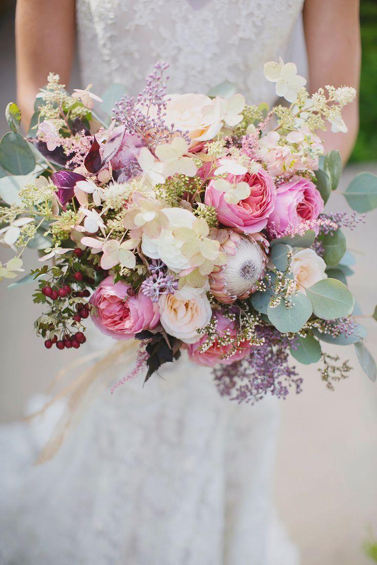 locker gebundener brautstrauss in creme pink und gr n ivory pink and green bridal bouquet. Black Bedroom Furniture Sets. Home Design Ideas