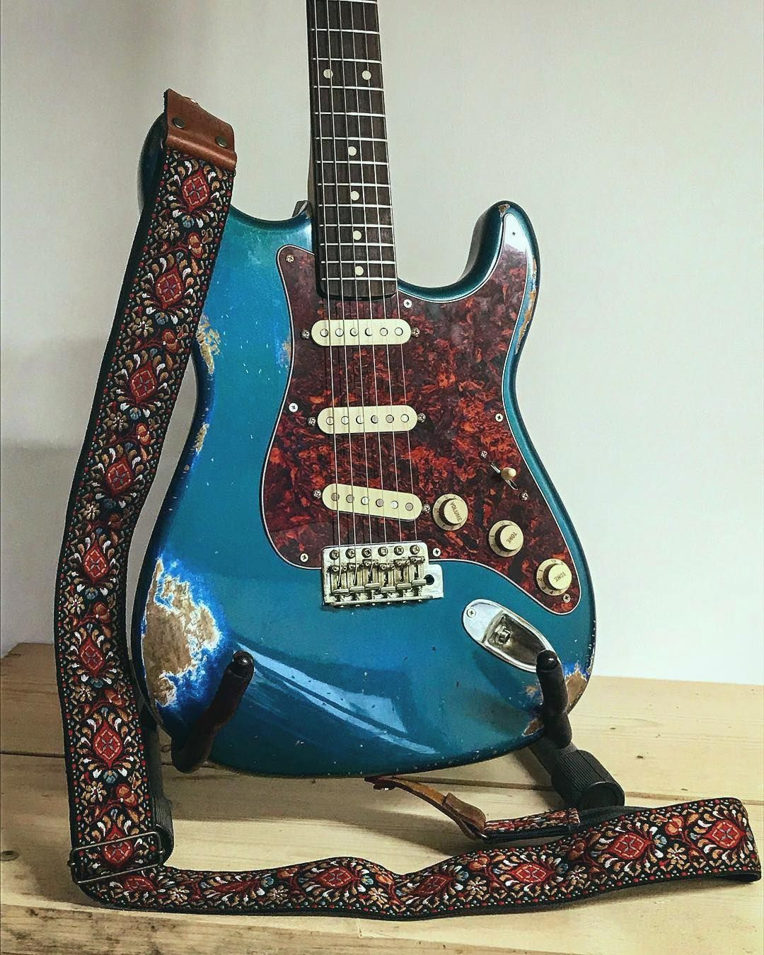 52 99 Vintage Guitar Strap Handcrafted In The Uk Screlicsguitars Strat With Our Zephyr Strap Guitar Strap Vintage Guitar Strap Guitar