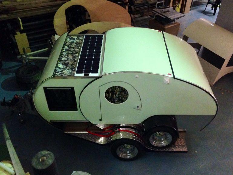 Ambos remolques Bondi y Noosa vienen de serie con paneles solares de 110 vatios