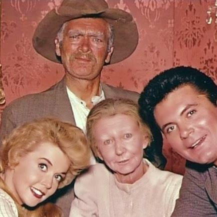 HOLIDAY FEST! The Beverly Hillbillies Christmas at the Clampetts   Jerry's Hollywoodland Amusement And Trailer Park