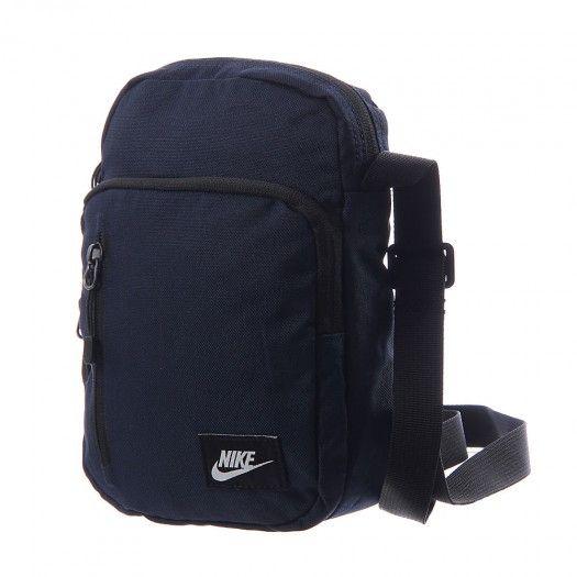Guarda tus objetos esenciales en la mochila Nike Core Small Items II.  Compartimento principal con 23fb897de3a34