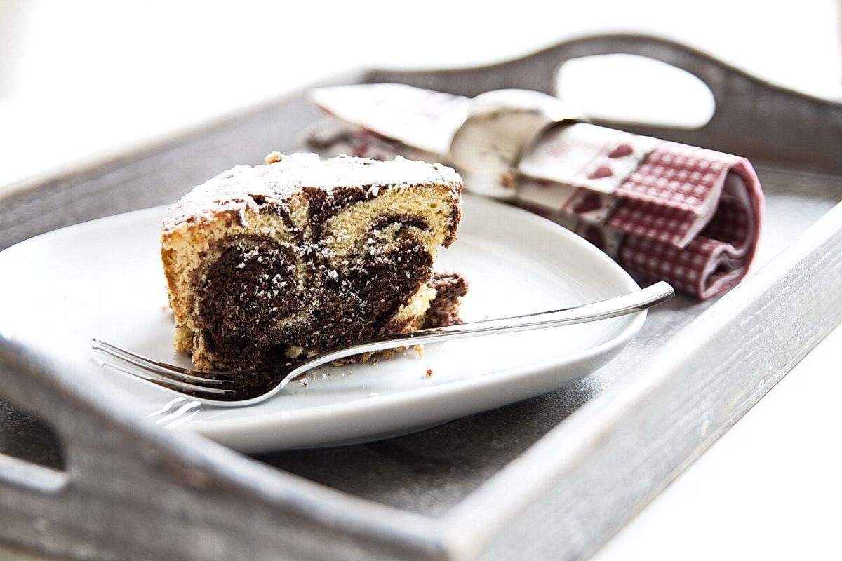 Da ich immer auf der Suche nach dem perfekten Kuchen bin habe ich inzwischen auch schon unzählige Marmorkuchen ausprobiert, bis ich diesen köstlich lockeren und schokoladigen Marmorkuchen als meine...
