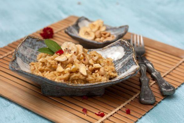 Erdnuss-Curry-Risotto mit Bananenchips   REISHUNGER