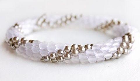 Come creare un bracciale con perline all'uncinetto http://www.comefaremania.it/creare-bracciale-perline-alluncinetto/ #comefare #bracciale #uncinetto