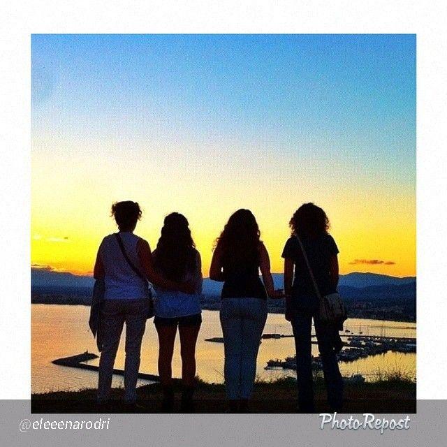 """L'estiu s'acaba, però les amistats segueixen! Molt bonica aquesta foto d' @eleeenarodri per al concurso #MySummeraRoses! --> """"Temporada d'estiu acabada al cantó un any més, d'uns companys immillorables!  #OtRoses #MySummeraRoses #EndOfSummer #InCostaBrava"""""""