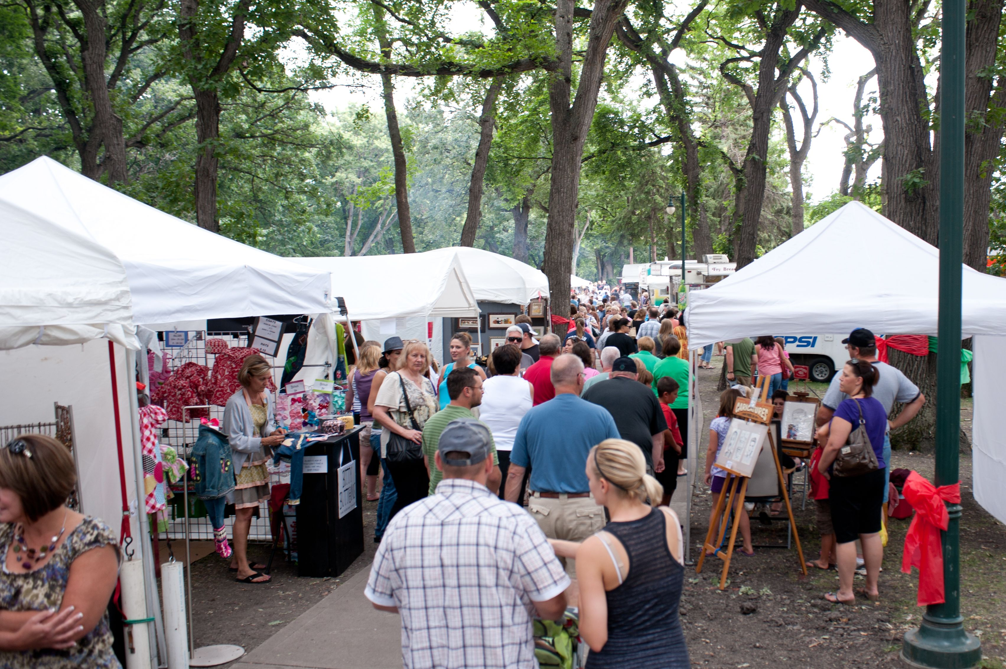 Island Park Craft Show In Fargo Nd Booths Of Handmade Crafts And Food Vendors A Mitch