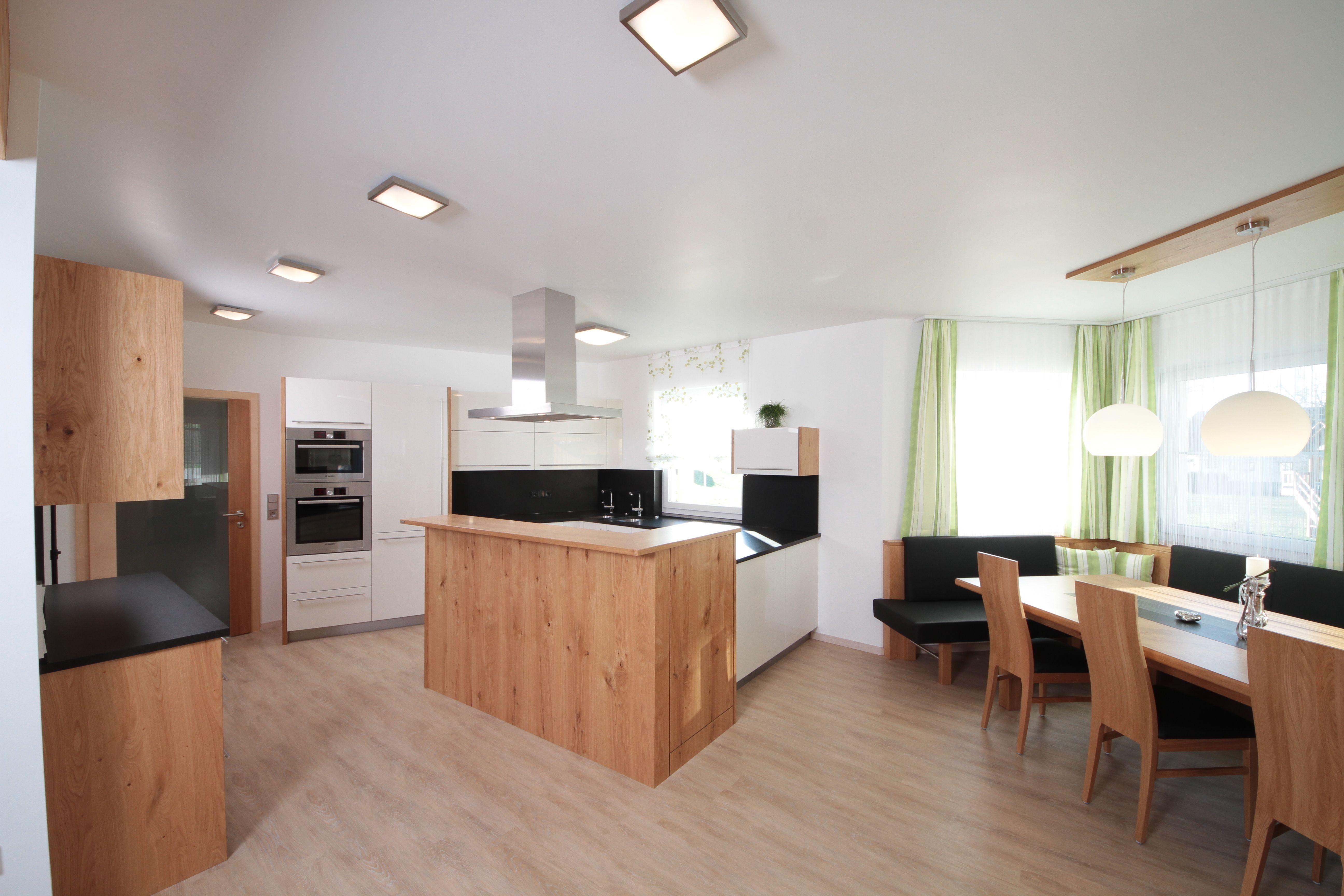 wohnk che mit wei en hochglanzfronten und wildeiche arbeitsplatte aus granit k che vom. Black Bedroom Furniture Sets. Home Design Ideas