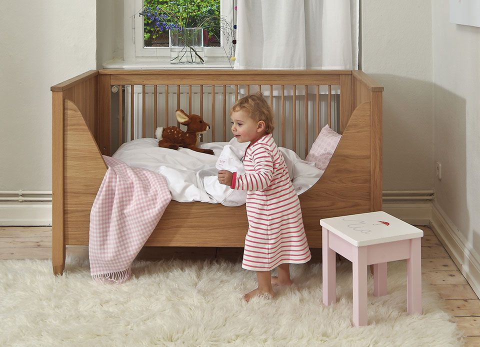 isle of dogs babybett und kinderbett aus eiche vollholz 70x140 cm kinderm bel baby room. Black Bedroom Furniture Sets. Home Design Ideas