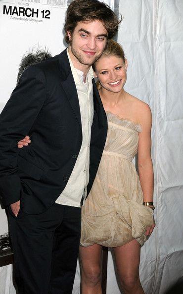 Emilie de ravin and robert pattinson dating yvonne strahovski dating 2012