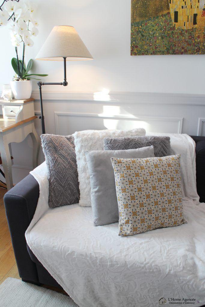 un s jour cosy l 39 home agenc e disposition de coussins sur canap d co cosy hivernale. Black Bedroom Furniture Sets. Home Design Ideas