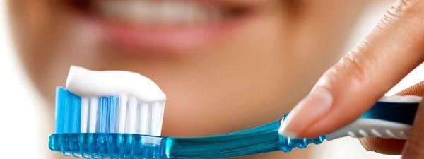 ¿Te lavarías los dientes con carbón?