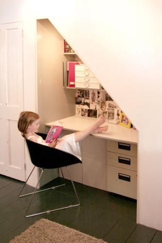 Escritorio debajo de las escaleras fotos de oficinas y for Escritorios de hogar