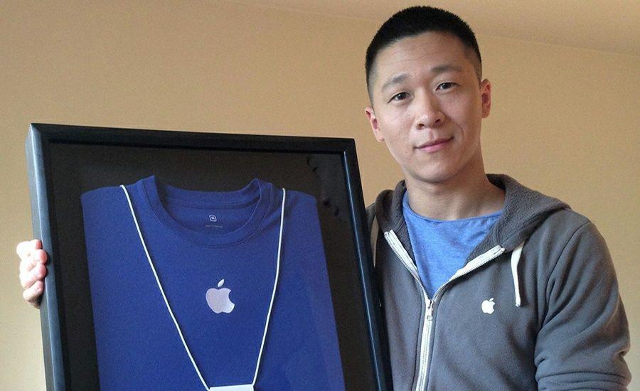 Sam Sung Subasta su Antiguo Uniforme de Apple por una
