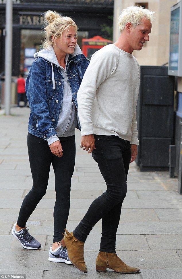 Jamie Laing Enjoys A Romantic Reunion With Girlfriend Frankie Gaff Frankie Gaff Mens Street Style Jamie Laing