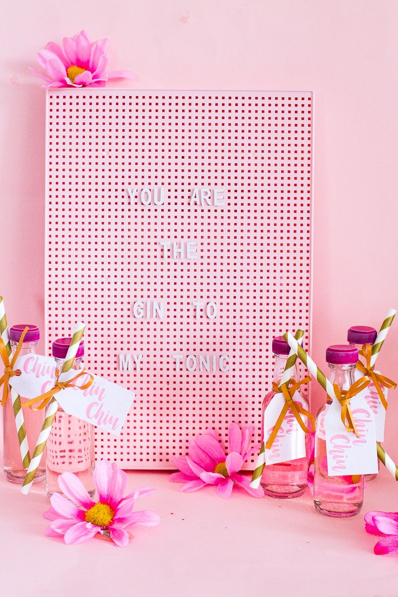 DIY PINK GIN WEDDING FAVOURS WITH FREE PRINTABLE TAGS | DRINKS + ...
