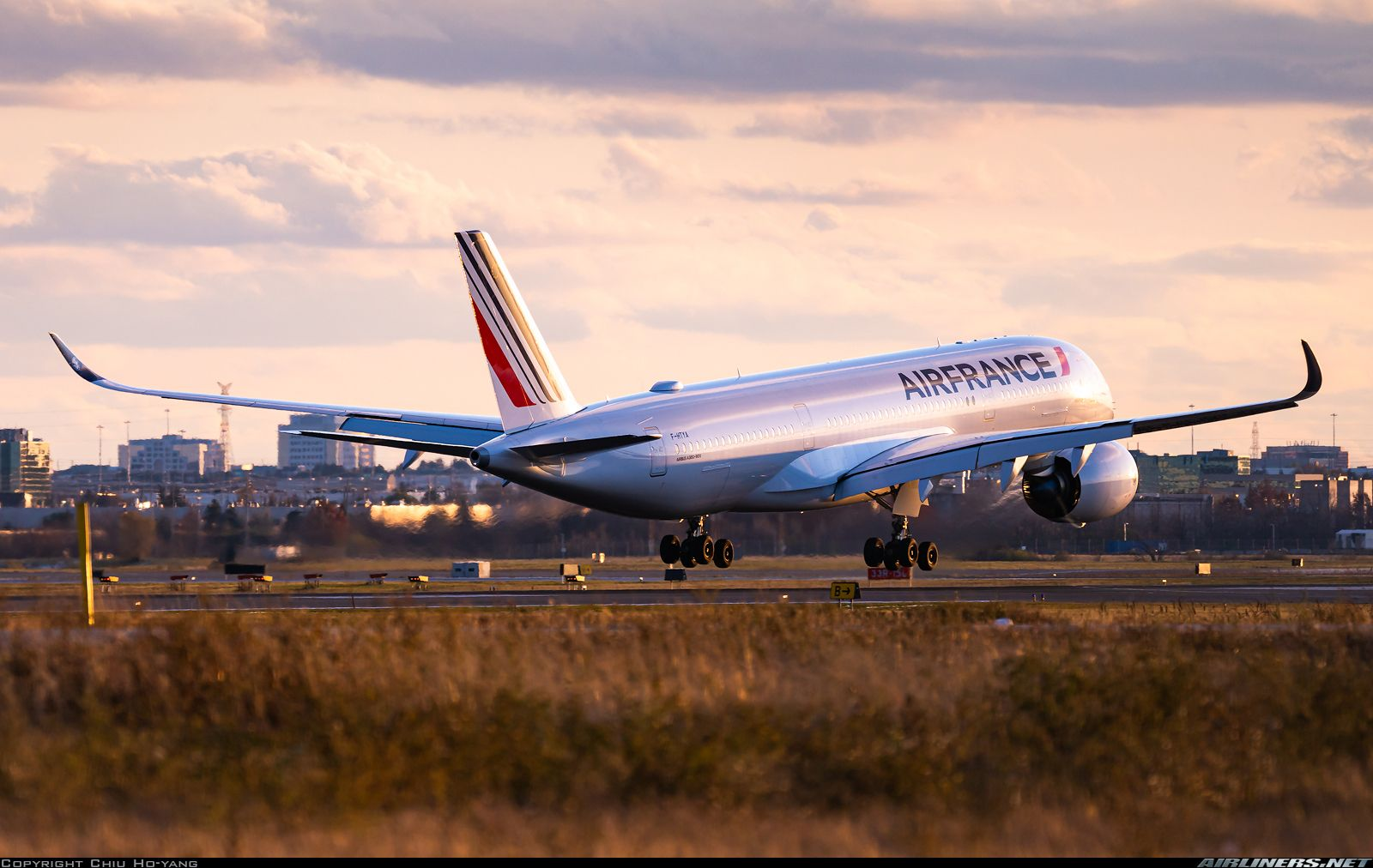 Air France Airbus A350941 FHTYA moments from touching
