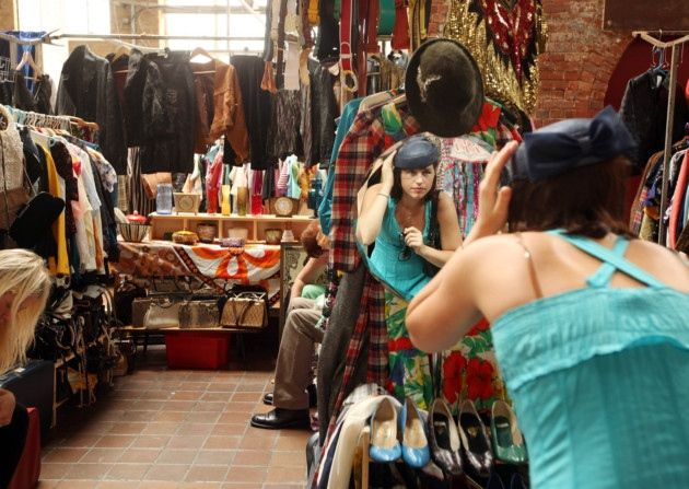 Best Places To Clothes Shop On A Budget In London Shopping Outfit Vintage Outfits London