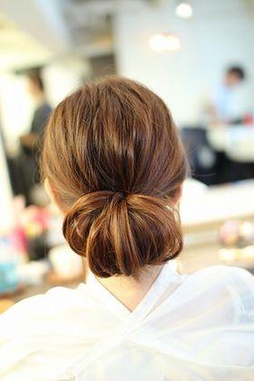 リーゼの優香さんもやってる まとめ髪は シニヨン 簡単ヘアアレンジ方法 Naver まとめ シニヨン 簡単 ロング シニヨン 簡単 シニヨン