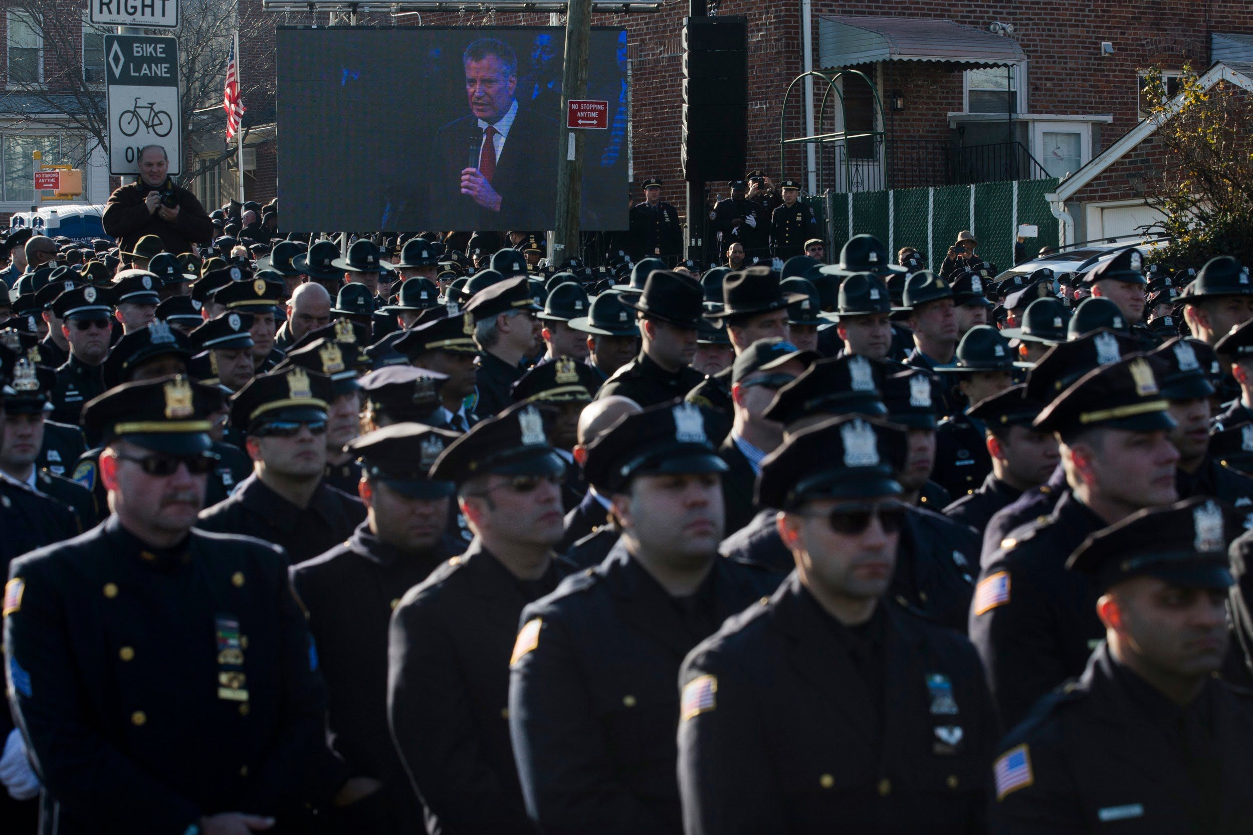 Shameful: NYPD Officers Turn Backs on NYC Mayor at Funeral