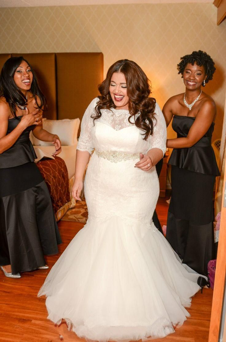 Real Size Bride Brings Real Plus Size Bridal The Pretty Pear Bride Plus Size Bridal Magazine Plus Size Wedding Gowns Wedding Dress Couture Wedding Dress Styles