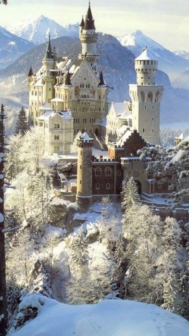 Neuschwanstein In Germany Walt Disney Had Sleeping Beauty S Castle Designed To Resemble This Castelos Da Alemanha Castelos Famosos Castelo Da Bela Adormecida