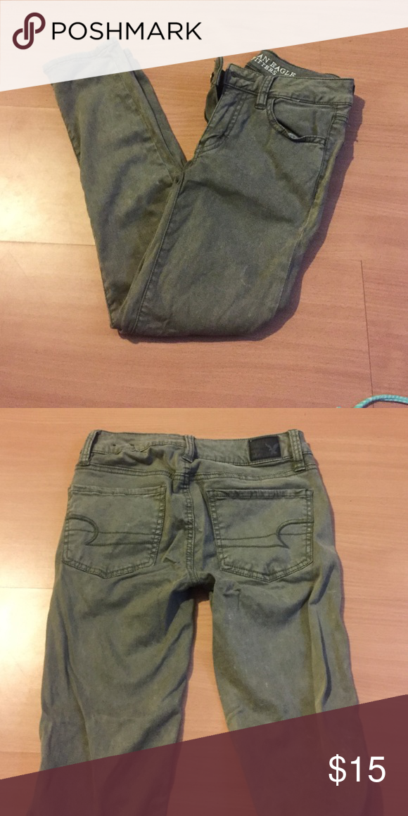 """Cropped jeggings from American eagle Size 00 long; the white markings came on them new it's part of the """"look"""" American Eagle Outfitters Pants Ankle & Cropped"""