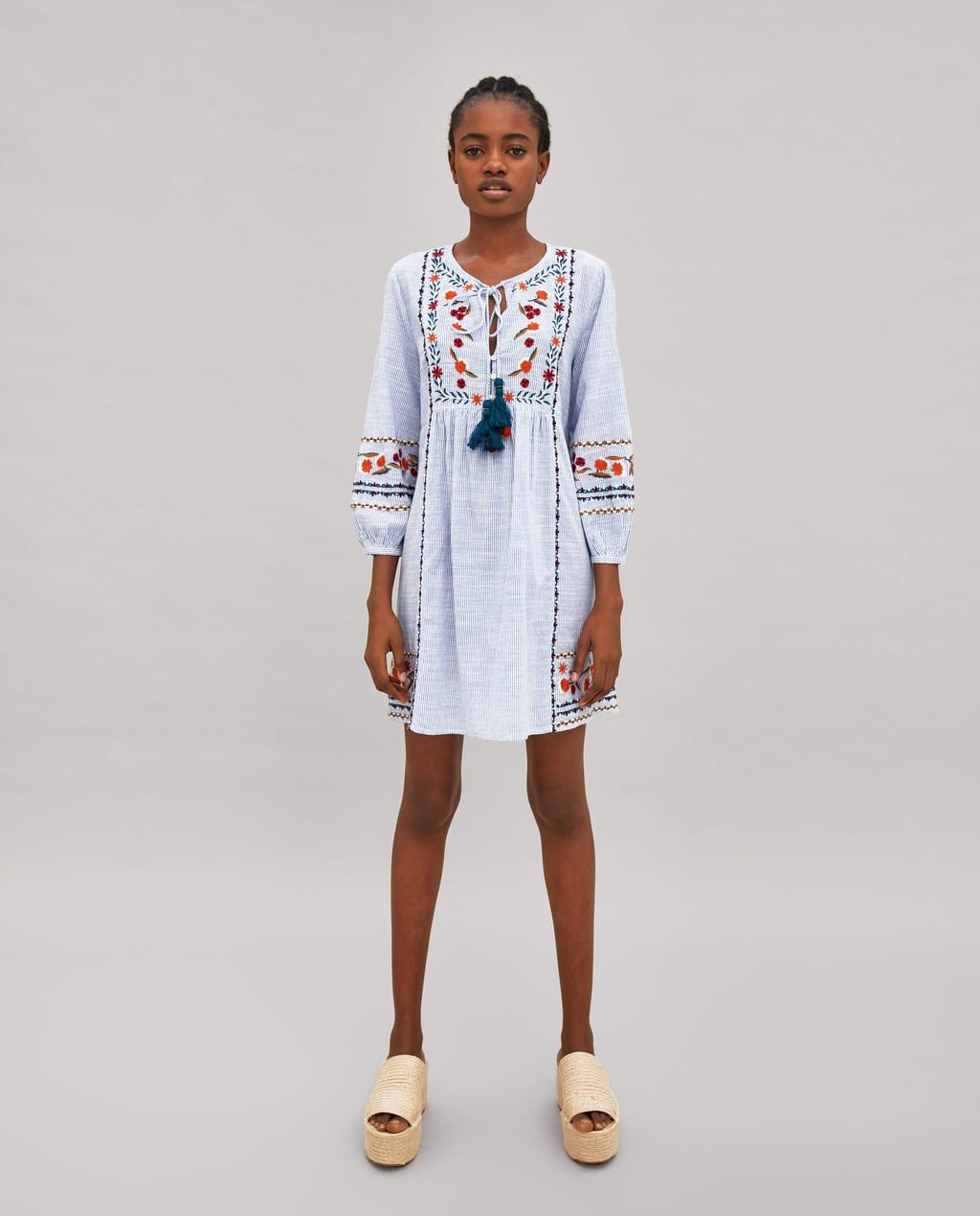 Zara kleid mit stickerei und pompons