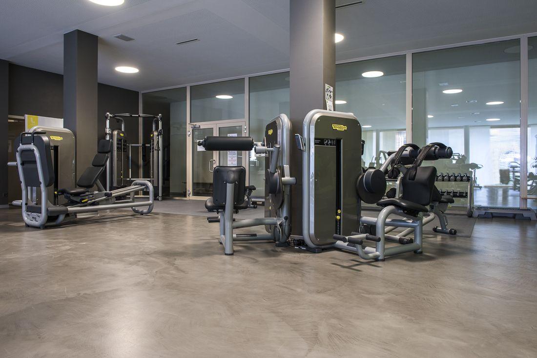 sol d 39 une salle de sport en b ton cir revetement sol betoncire industriel r alisations. Black Bedroom Furniture Sets. Home Design Ideas