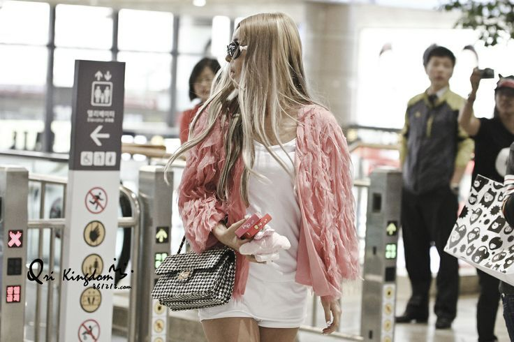 Come visit the biggest KPOP Fashion store in the world @ kpopcity.net !! T-ara Qri @ Airport