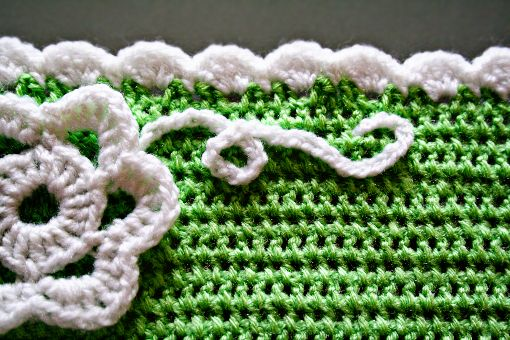 . The edging is very simple: *5 DC into one stitch, skip one stitch, 1 SC (single crochet), skip one stitch* … and repeat this along the edg... ༺✿ƬⱤღ✿༻