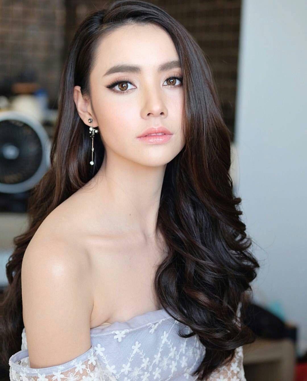 cute girl Asian bridal makeup, Bride makeup