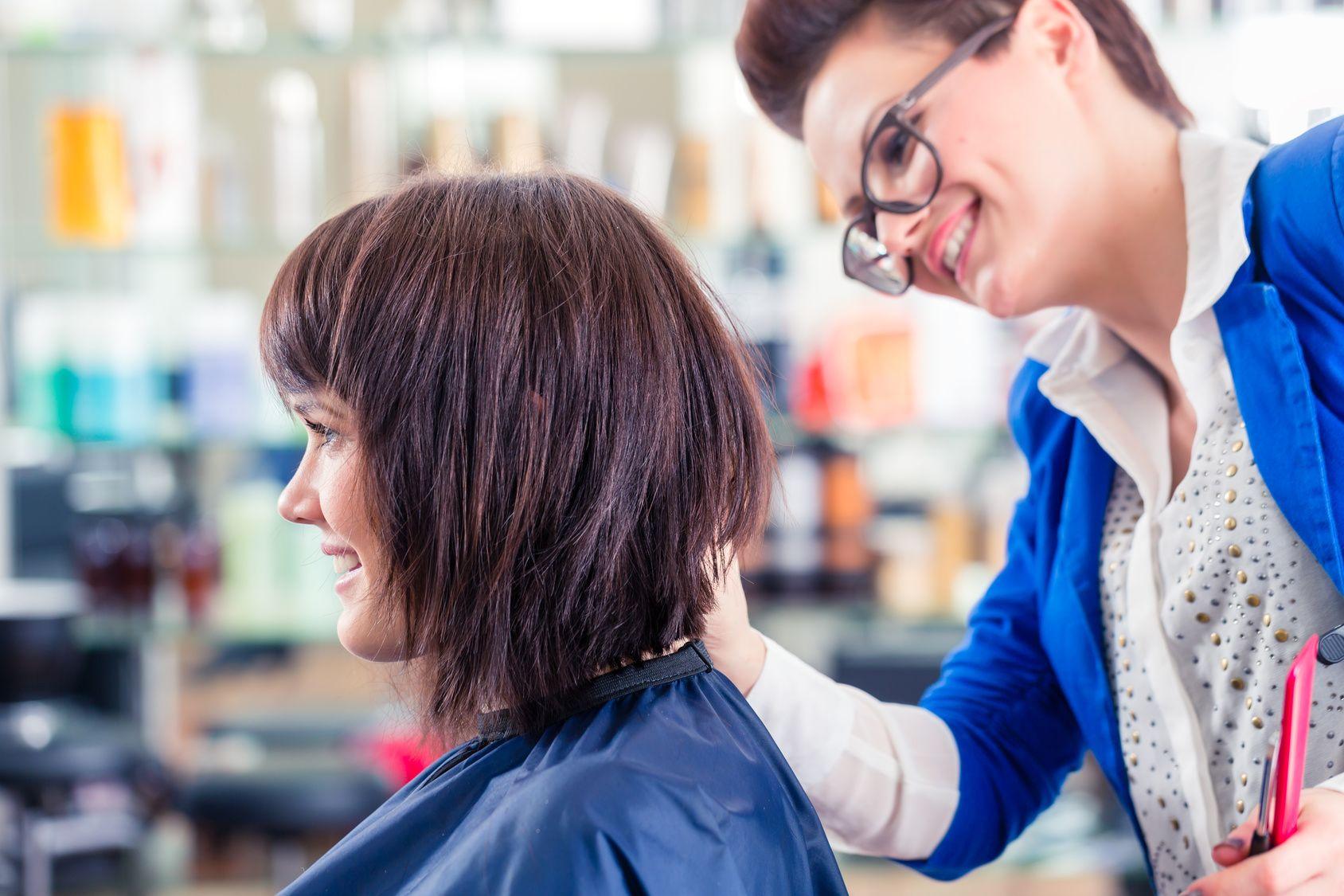 Ohenevatko hiuksesi? Tämä trendikäs hiustyyli voi olla sinulle täydellinen