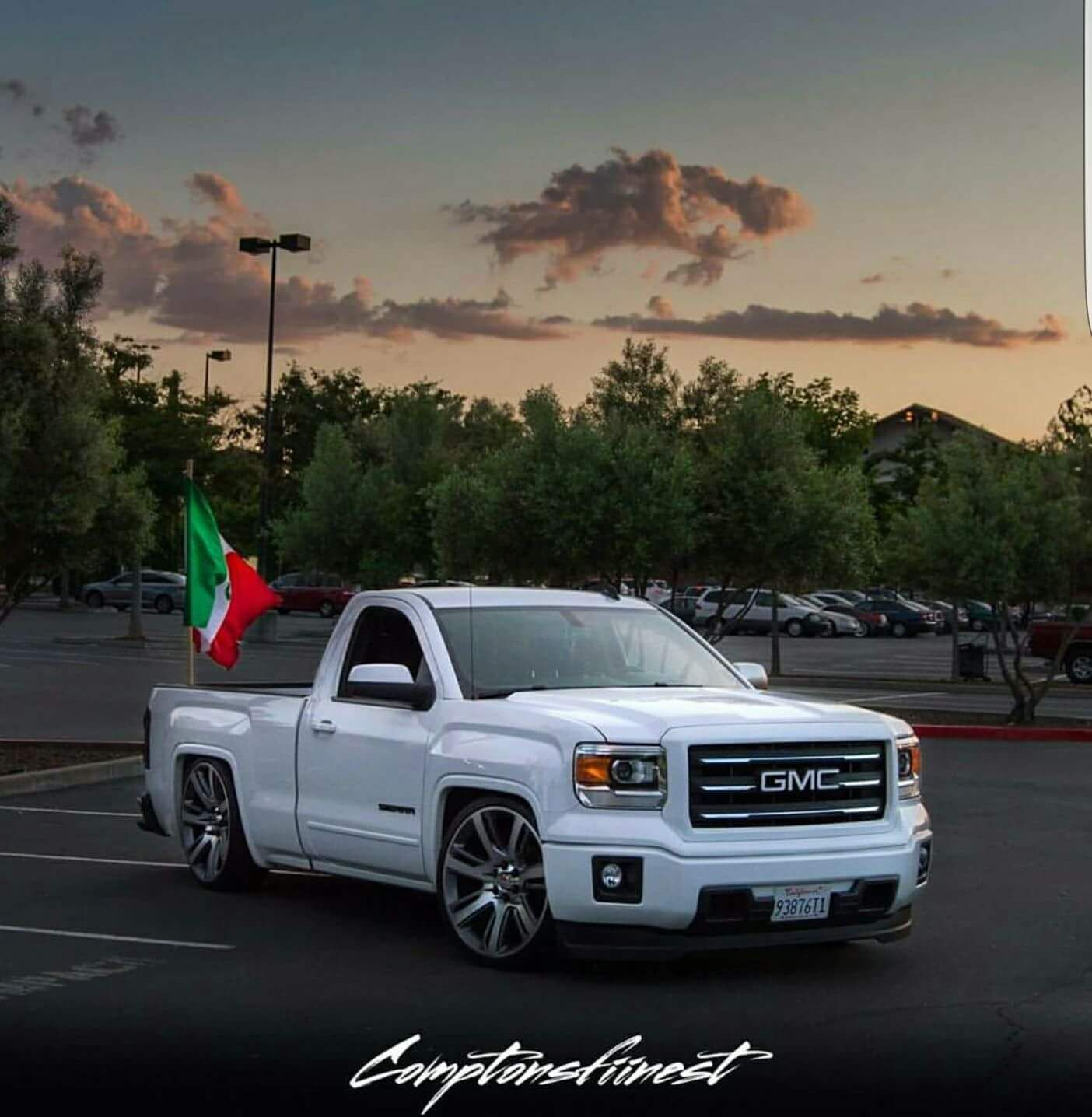 Pin By Jesusleon21 On Dropped Trucks Dropped Trucks Pink Chevy Trucks Chevy Trucks