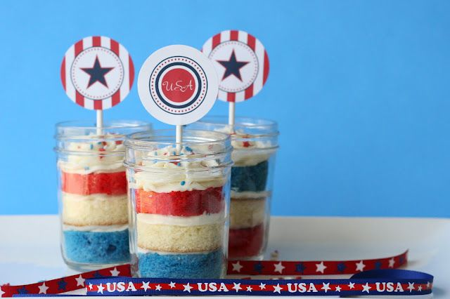 For fourth of JULY!  cupcakes in a jar!!  How Cute.   :)