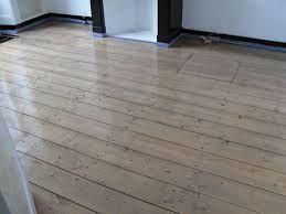 Grenen vloer behandelen plankenvloer ☞ wooden floor