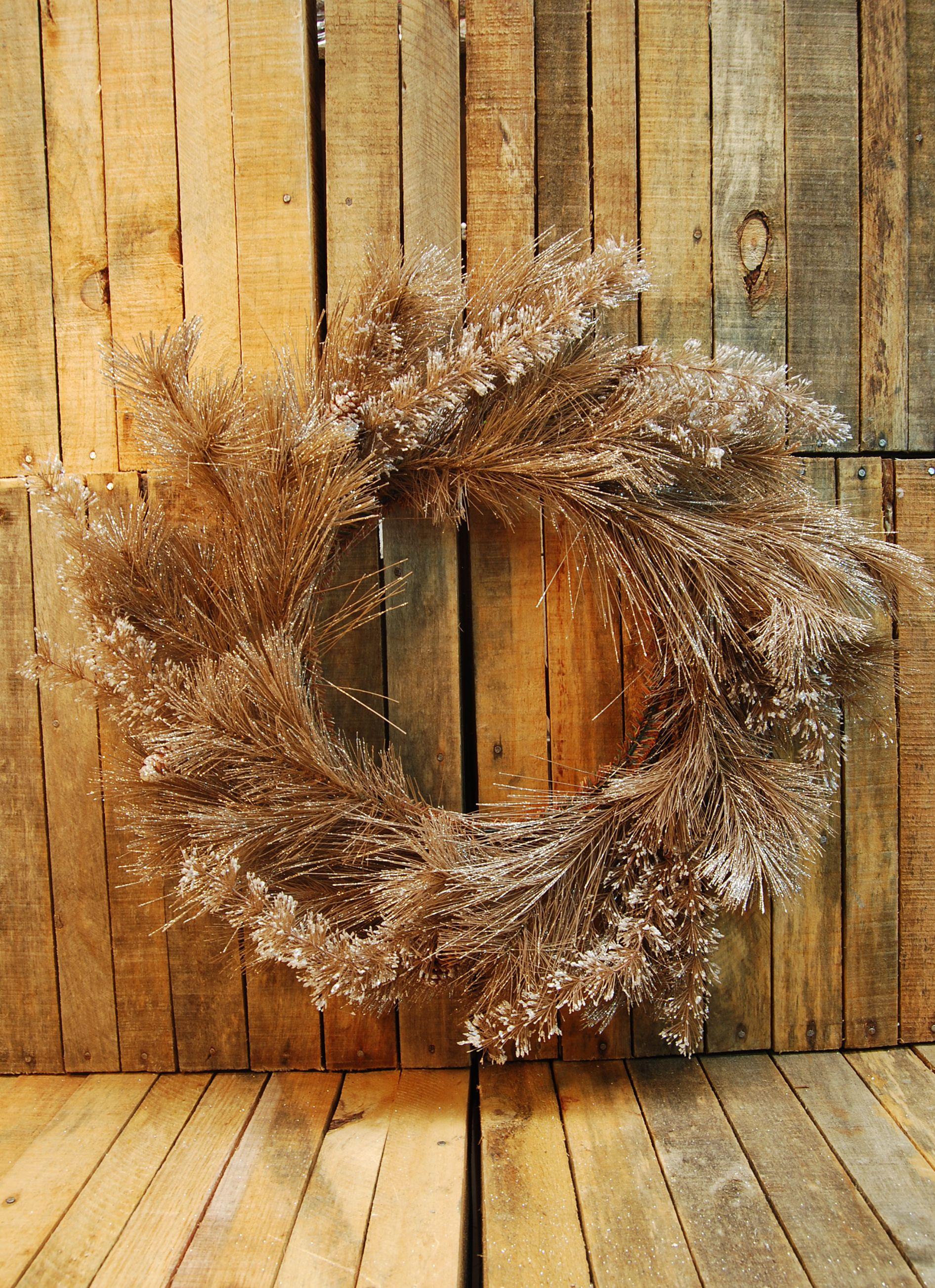 Corona Decorativa Navidad  Disponible en Lomas, Polanco, Pedregal  #regalos #detalles #viveduartee #decoracion #interiorismo #ideas #ideaspararegalar #cajas #disenoenmexico #disenomexicano #cajasdecarton