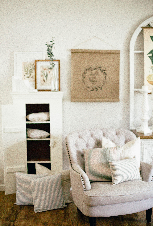 Neutral Living Room Decor Simple Details