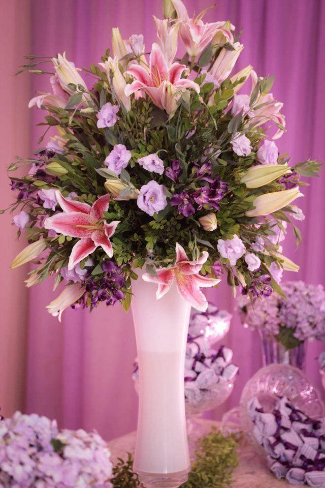 Vamos começar a falar de um item tão importante para o casamento: as flores. E para começar quero falar dessa flor, que por onde passa most...