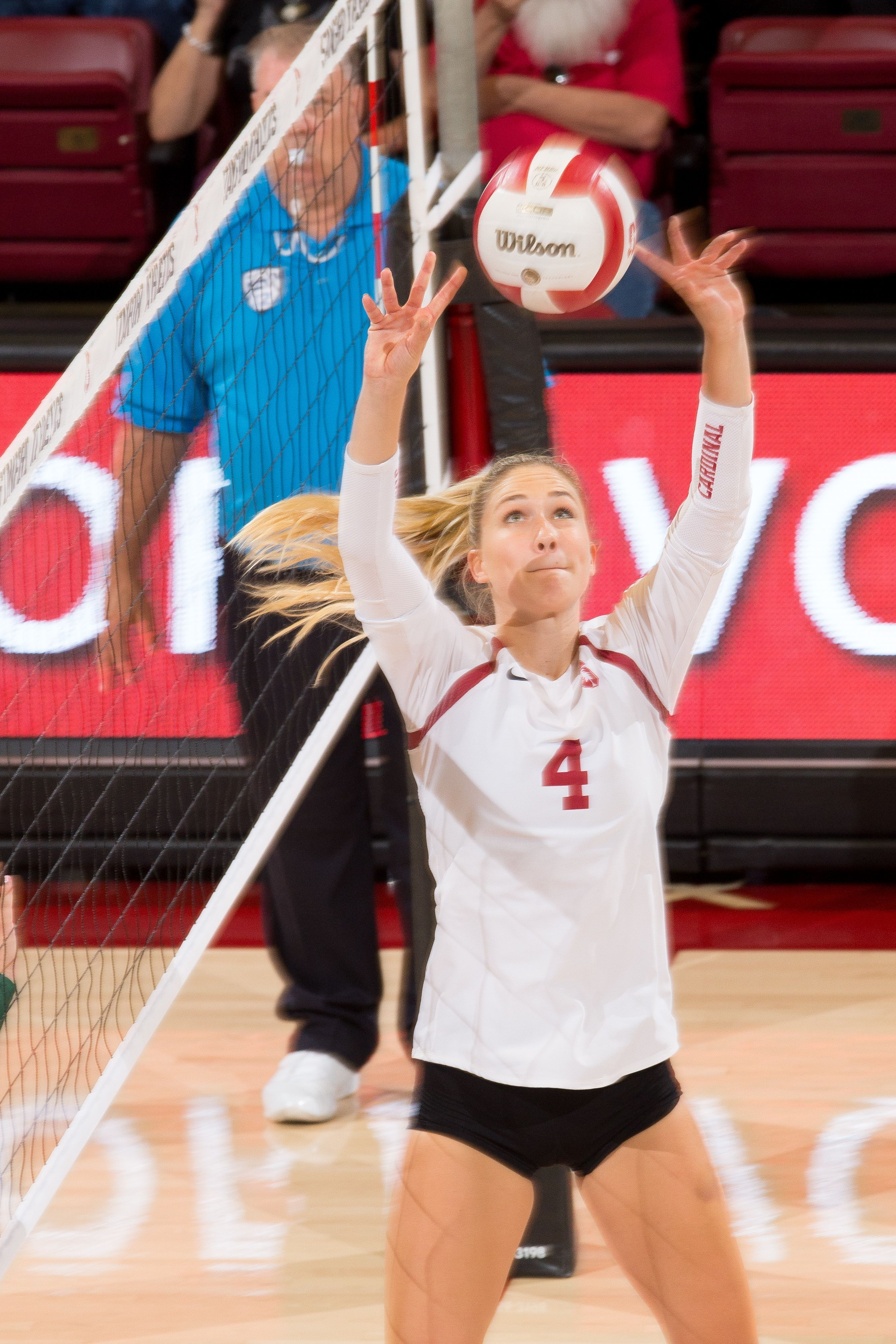 Stanford S Humphreys Turns Positive Energy Into Winning Role For Cardinal Stanford Volleyball Female Volleyball Players Volleyball Senior Pictures