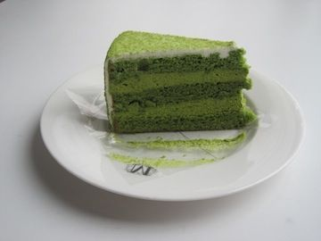 I'm sure this green tea cake tastes good, but one place I do *not* like the color green, even on St. Patrick's Day, is baked goods of any description. Too reminiscent of stuff you shouldn't eat!